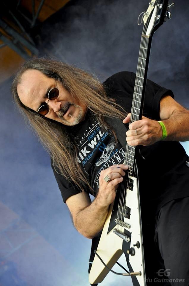 O guitarrista da banda Golpe de Estado, Hélcio Aguirra, em foto do perfil do Facebook