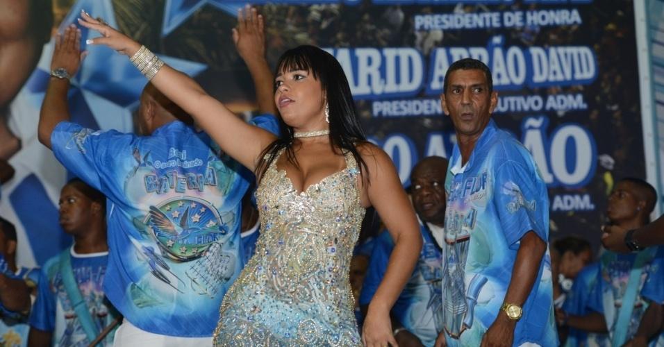 16.jan.2014 - Raíssa, rainha da Beija-Flor pelo 12º ano consecutivo, participou do ensaio na quadra da escola, no Rio