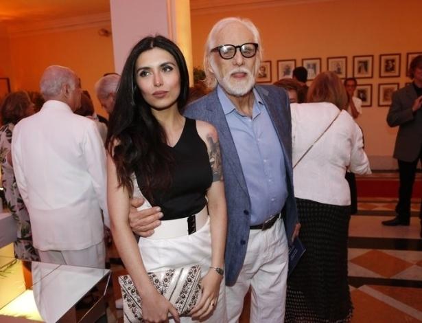 """O ator Francisco Cuoco, 80, declarou à """"Contigo!"""" que não usa remédios para ter relações sexuais com a namorada Thaís Almeida, 27"""