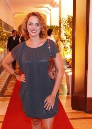 http://imguol.com/c/entretenimento/2014/01/22/21jan2014---leticia-isnard-marca-presenca-no-primeiro-premio-cesgranrio-de-teatro-no-copacabana-palace-no-rio-1390363240037_300x420.jpg