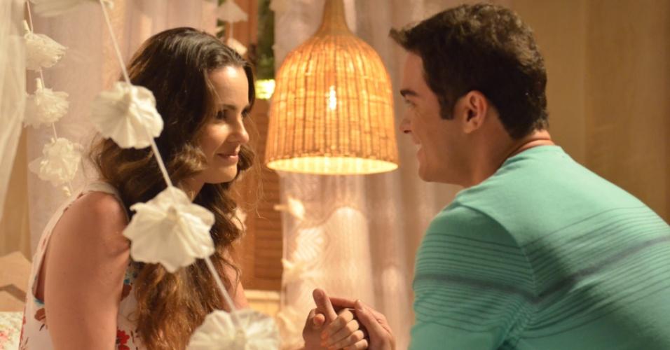 Na lua-de-mel na praia, Gina sente vergonha da recepcionista por ela saber que ela e Sidney são recém-casados e confessa que essa será sua primeira noite de amor. Elias promete ser delicado com a mulher