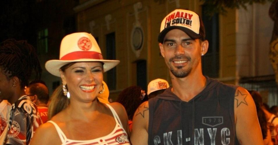 22.jan.2014 - Viviane Araújo levou o namorado Radamés para o ensaio técnico da Salgueiro, no Rio de Janeiro