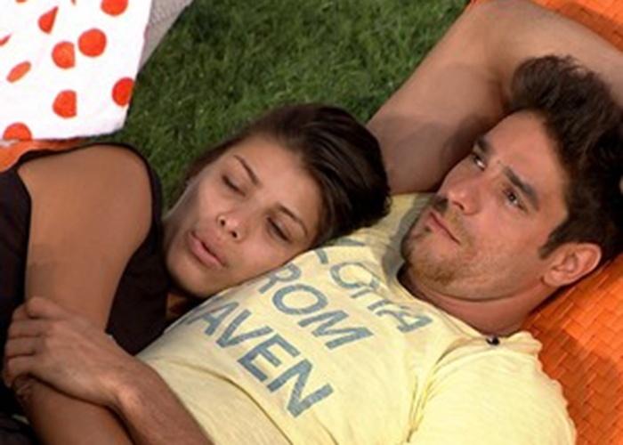 23.jan.2014 - Franciele e Diego namoram no jardim