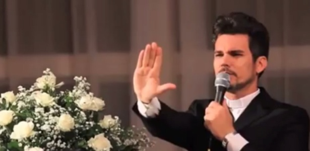 O autor da performance, padre Hewerton de Castro Alves, pediu desculpas pela escolha do repertório