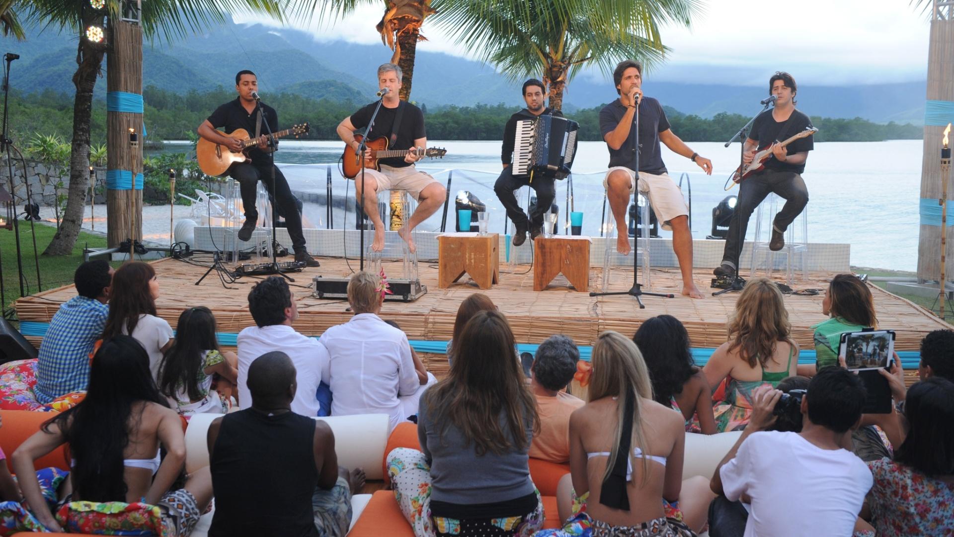 25.jan.2014 - Os sertanejos Victor e Léo fazem show na última edição do