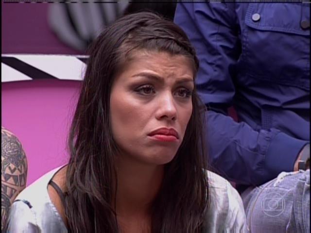 26.jan.2014 - Franciele escuta discurso de Bial