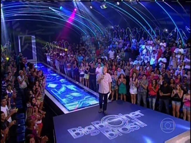 26.jan.2014. Pedro Bial faz o primeiro contato com o público na noite de eliminação