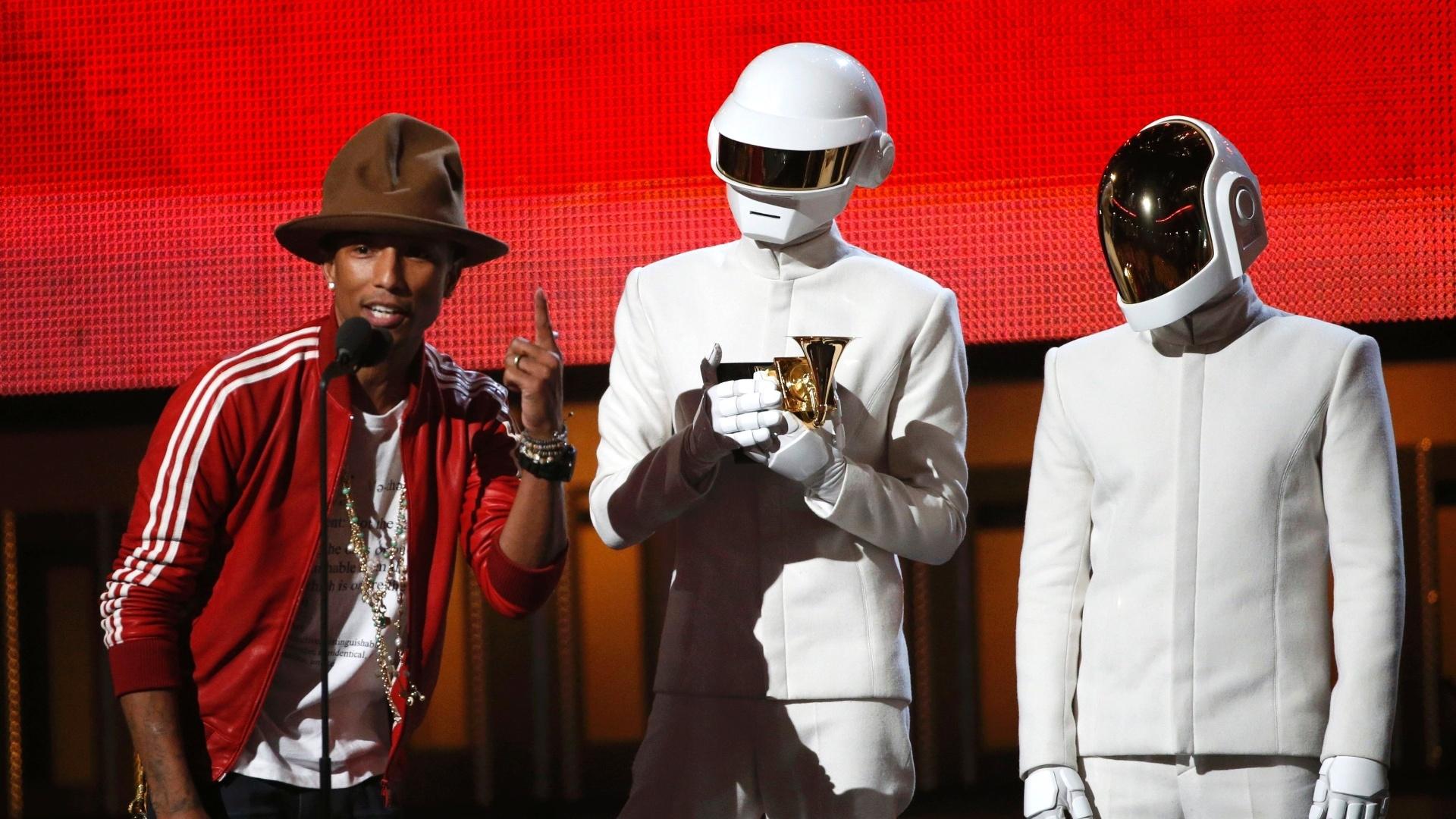 26.jan.2014 - Daft Punk levou o prêmio de melhor gravação do ano por