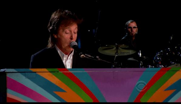26.jan.2014 - Paul McCartney se apresenta junto a Ringo Starr durante a cerimônia de 2014 do Grammy
