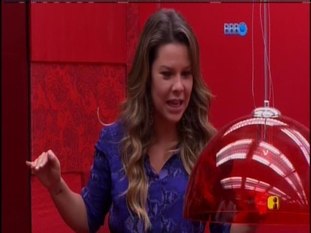 27.jan.2014 - Fernanda Souza recebeu Roni, Tatiele, Aline, Junior e Marcelo para a sessão de cinema do líder