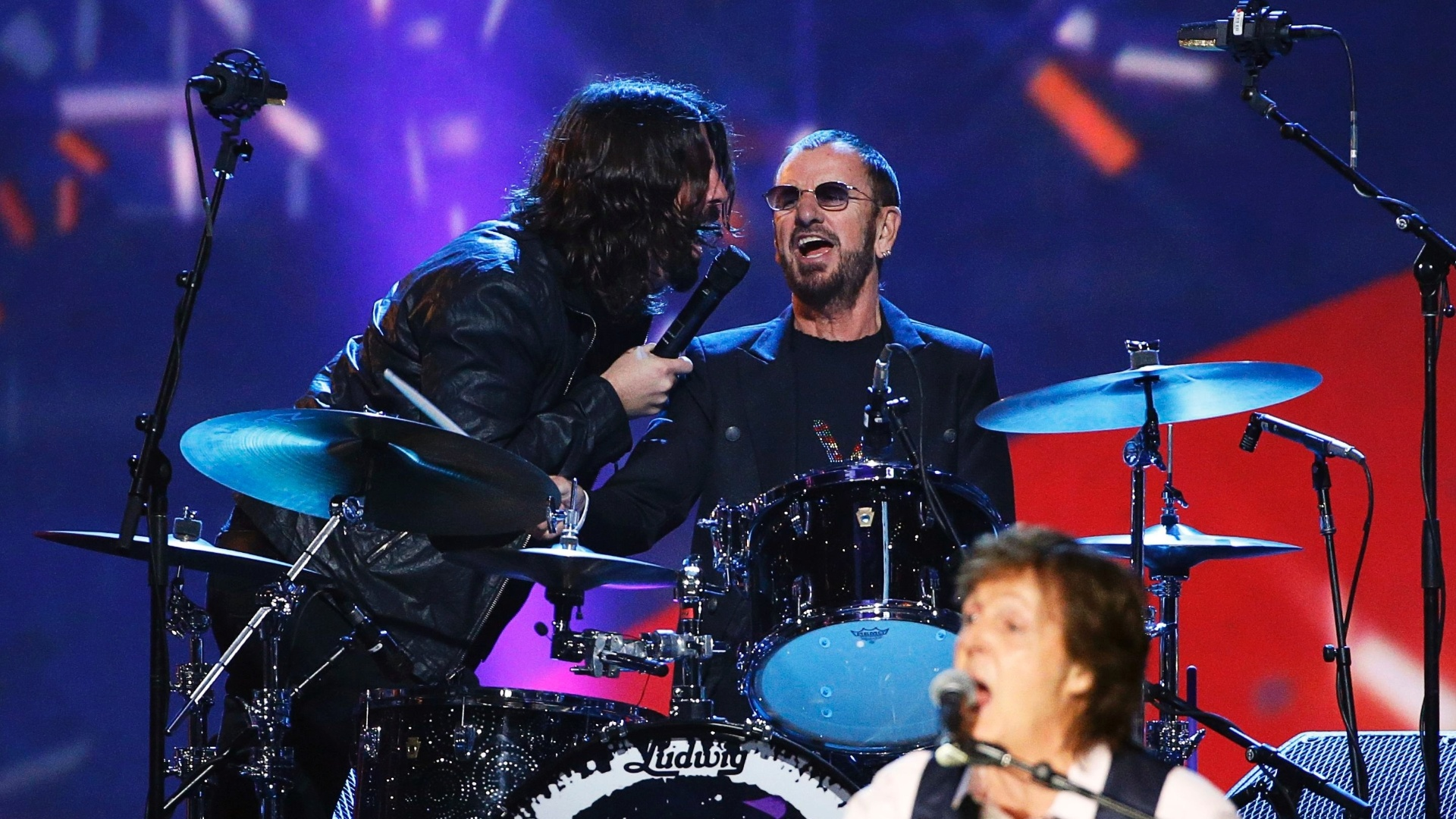27.jan.2014 - Dave Grohl, Ringo Starr e Paul McCartney participam da gravação do especial