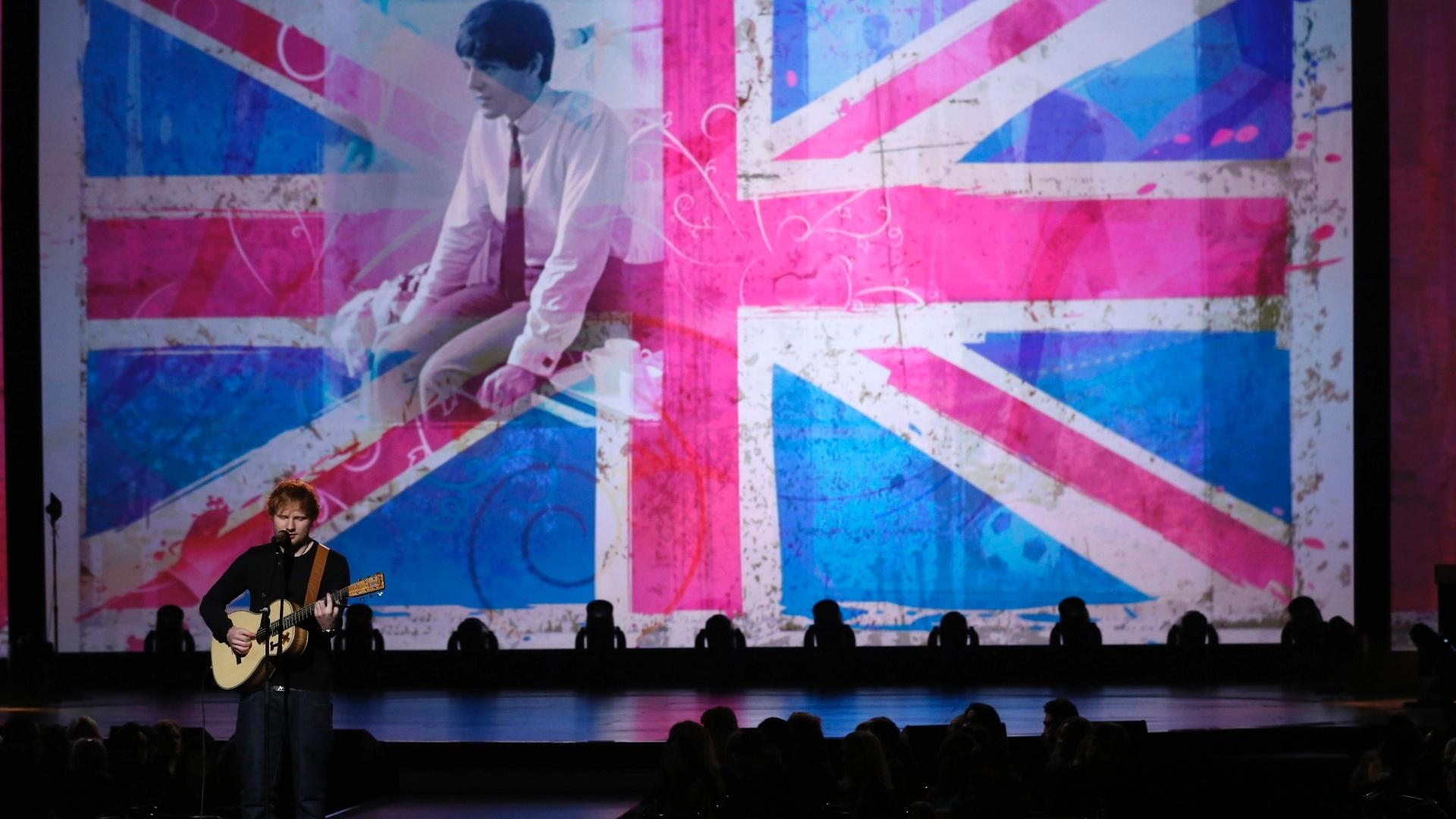 27.jan.2014 - O cantor Ed Sheeran participa da gravação do especial