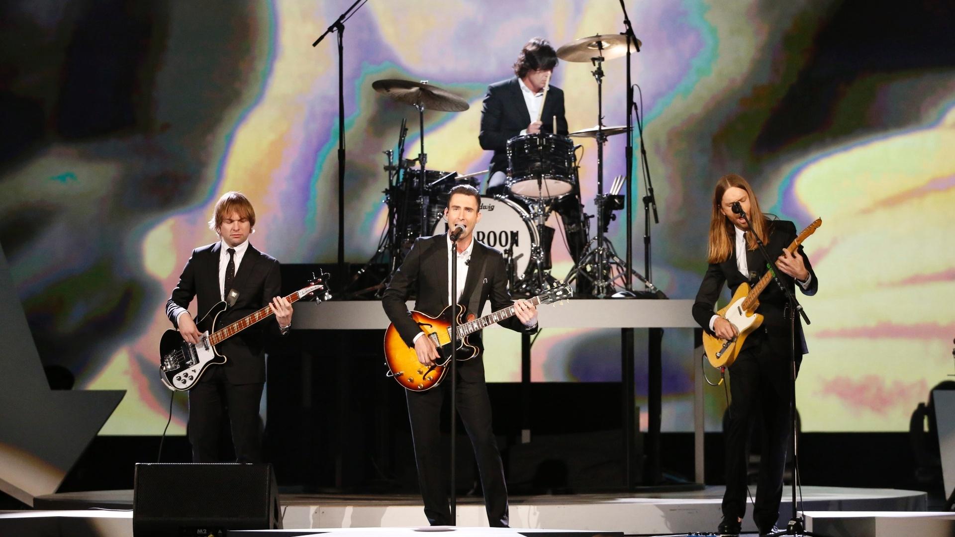 27.jan.2014 - A banda Maroon 5 participa da gravação do especial