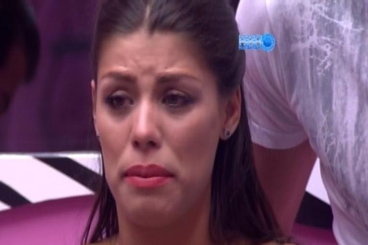 28.jan.2014 - Poucos minutos antes do início do programa, Fran chama Marcelo e Roni, chora, e pede desculpas por erros cometidos durante a atração