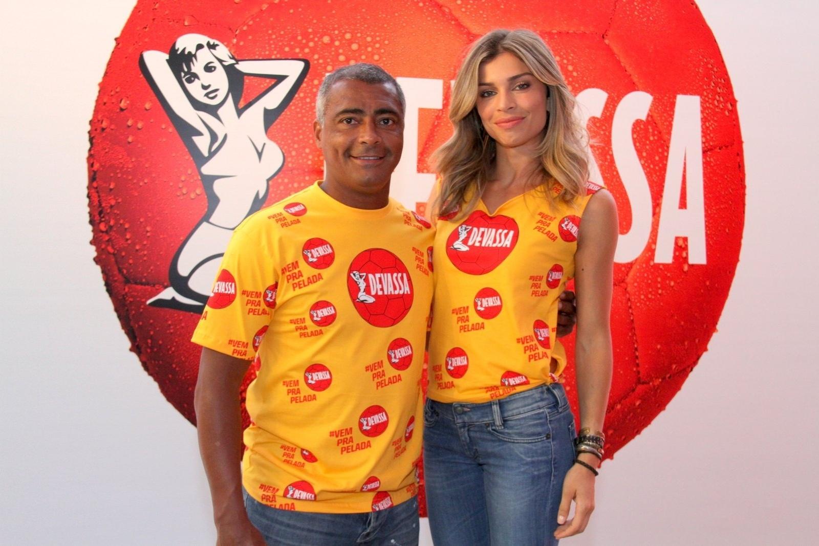 Ao lado de Romário, Grazi Massafera é escolhida a musa do camarote de cerveja do Rio