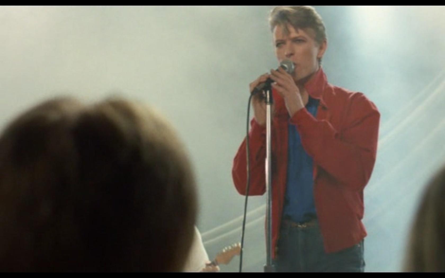 Eu, Christiane F., 13 Anos, Drogada e Prostituída (Dir.: Ulrich Edel, 1981) - A participação de Bowie no filme é restrita a sua música. Até quando aparece no longa, ele canta. Bowie estava em sua fase musical em Berlim, que renderia a trilogia de discos mais experimentais
