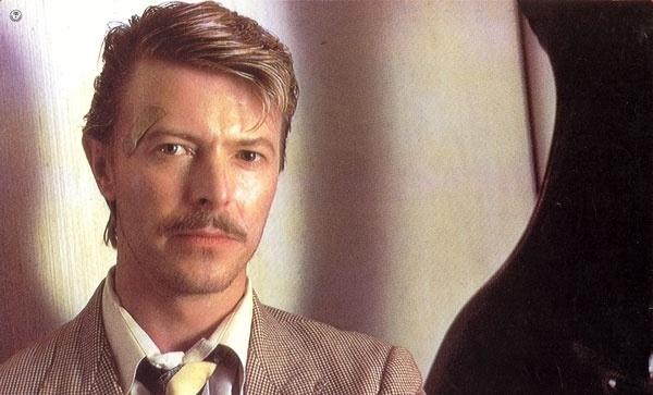 Um Romance Muito Perigoso (Dir.: John Landis, 1985) - Dois depois, Bowie voltou ao cinema para a história que mistura suspense e comédia. A crítica não gostou, mas o cantor, que ficou com o papel do vilão, um assassino britânico, foi elogiada