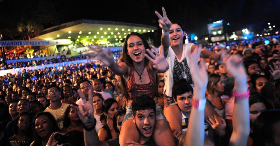 29.jan.2014 - Público assiste ao show do cantor Saulo, ex-vocalista da Banda Eva, no Festival de Verão de Salvador