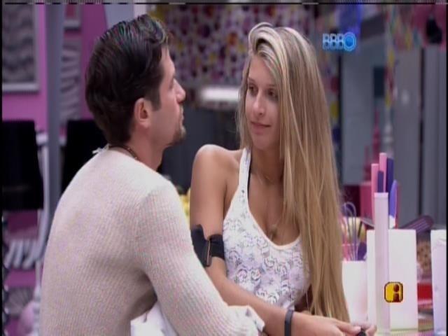 29.jan.2014 - Roni brinca com Tatiele: