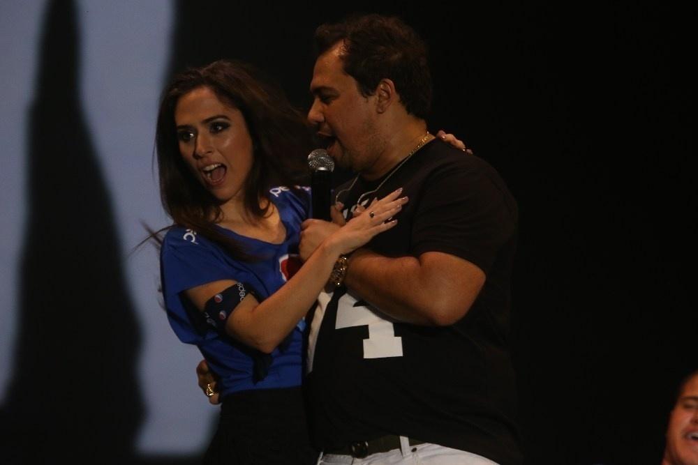 29.jan.2014 - A atriz Tatá Werneck dança a música