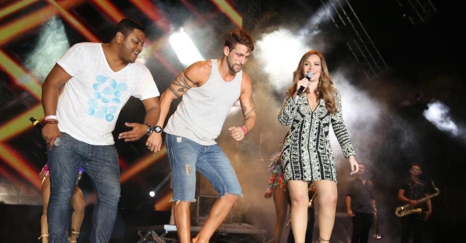 29.jan.2014 - Diogo Preto dança durante show do Aviões do Forró na primeira noite do Festival de Verão de Salvador