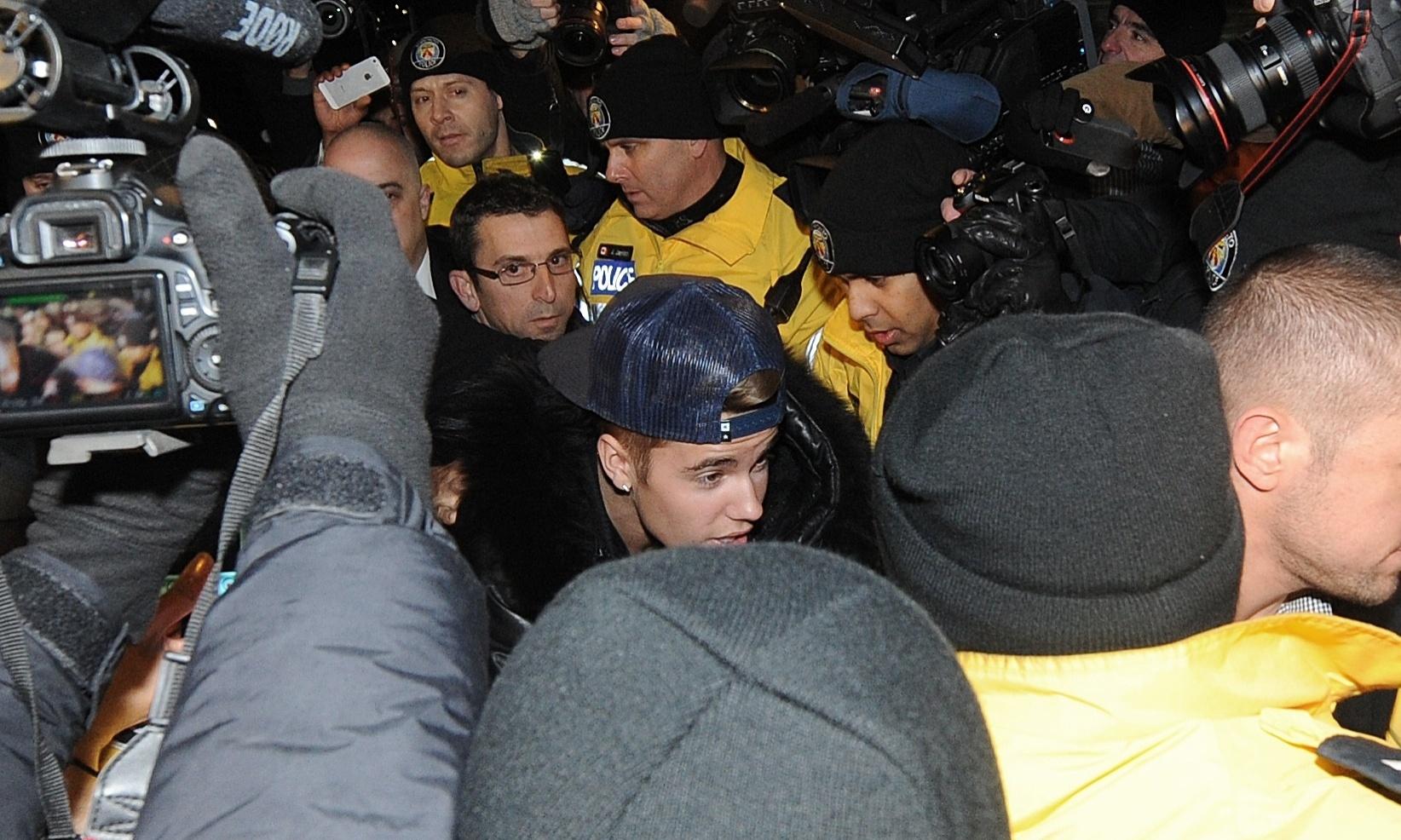 29.jan.2014 - Justin Bieber é detido no Canadá por agressão a motorista