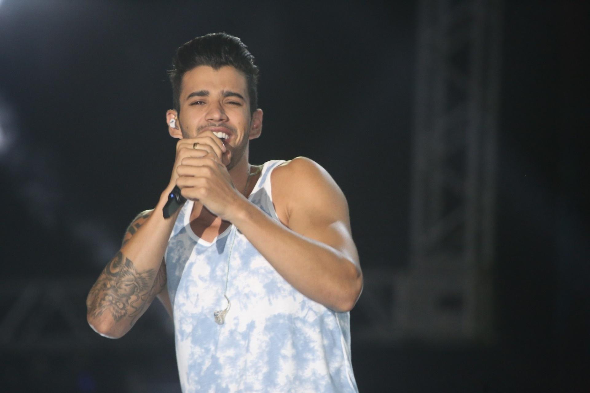 29.jan.2014 - O cantor Gusttavo Lima se apresenta na primeira noite do Festival de Verão de Salvador. O evento, que acontece até o dia 1 de fevereiro na capital baiana, reúne astros de ritmos como axé, sertanejo, pagode e rap