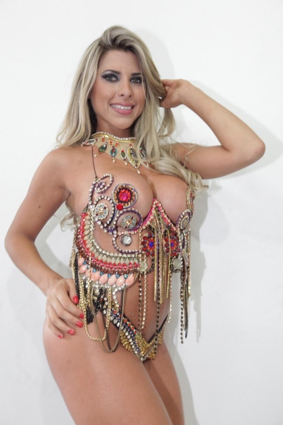 30.jan.2014 - Ana Paula Minerato fez ensaio para a revista