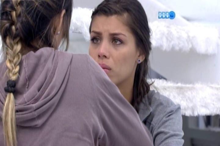 30.jan.2014 - Franciele chora e se desabafa com Letícia sobre relacionamento com Diego
