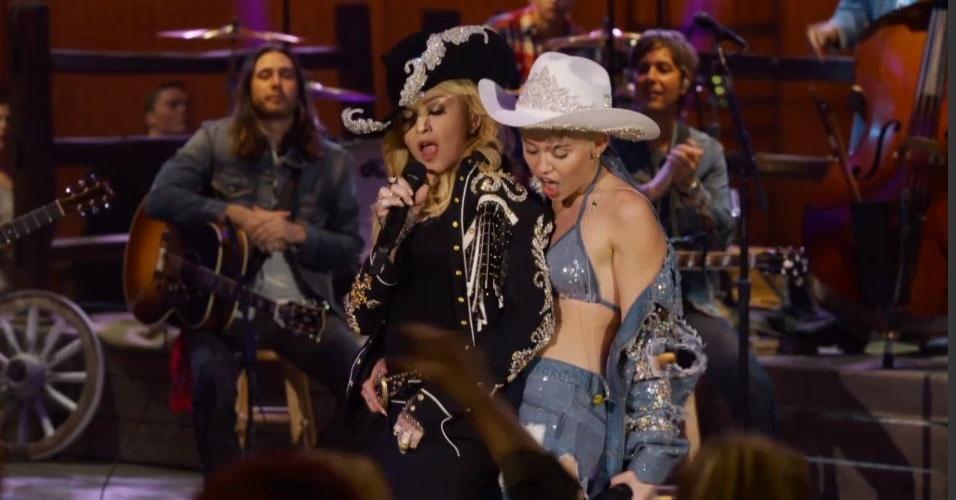 Madonna e Miley Cyrus sensualizam em dueto no Acústico MTV