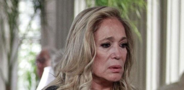 """31.jan, 2014 - Em """"Amor à Vida"""", Pilar convoca a família para fazer revelação"""
