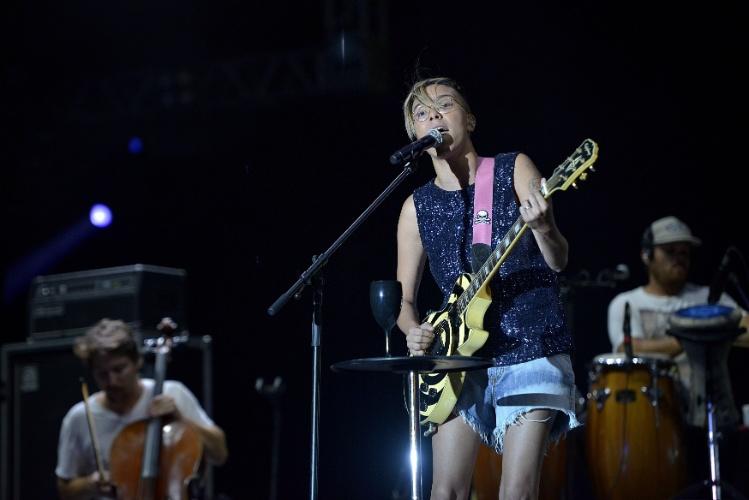 31.jan.2014 - Cantora Maria Gadú faz a primeira apresentação da terceira noite de shows no Palco 2014 do Festival de Verão de Salvador