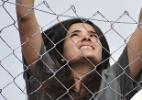 """Em """"Amor à Vida"""", Aline escala cerca para tentar fugir da prisão - Divulgação/TV Globo"""