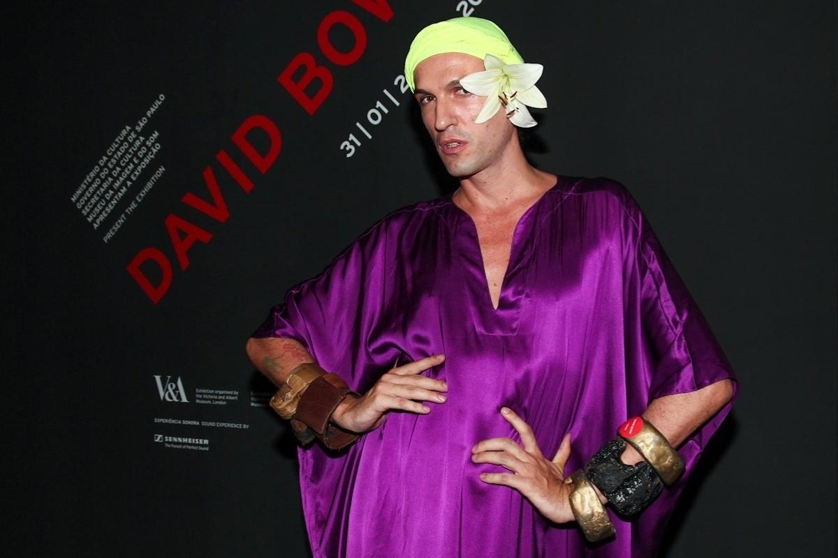 31.jan.2014 - O estilista Dudu Bertholini no coquetel de abertura da exposição
