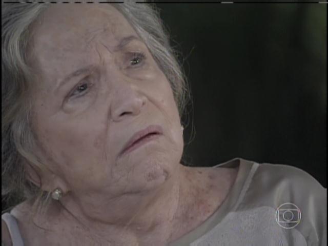 Bernarda fica chocada ao ouvir relevação de Pilar