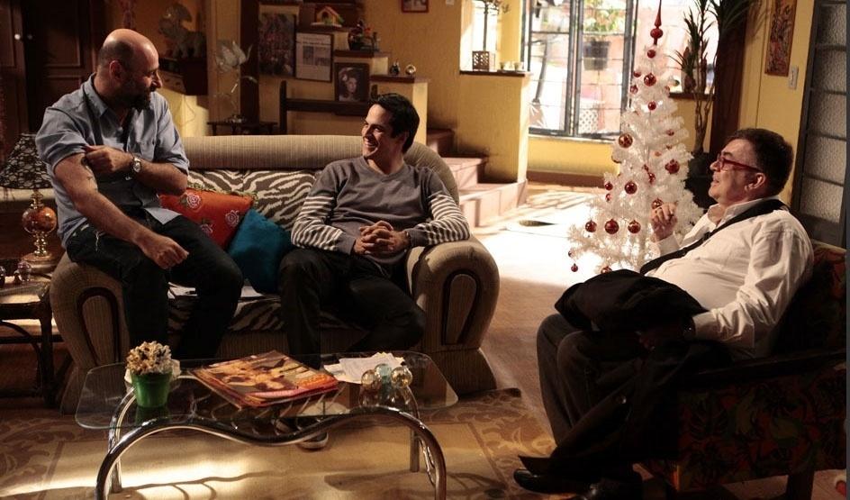 """O diretor Mauro Mendonça Filho, o ator Mateus Solano e o autor Walcyr Carrasco conversam nos bastidores da novela """"Amor à Vida"""""""