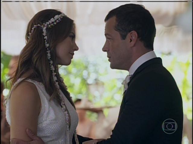 Paloma diz a Bruno que tem uma surpresa para ele