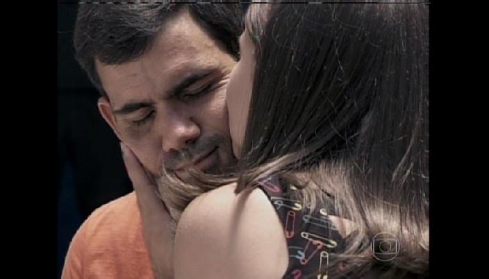 Paulinha beija Ninho