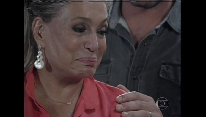 Pilar se emociona com nascimento do neto