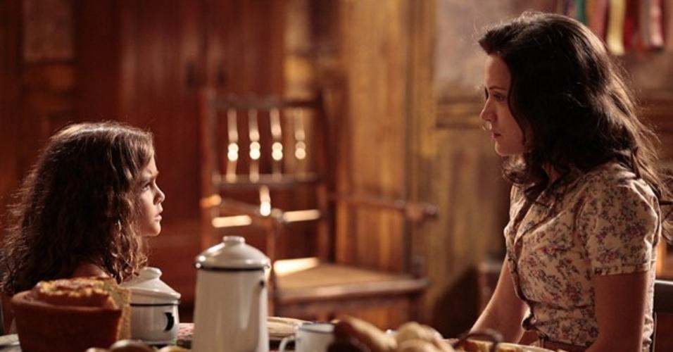 1.fev.2014 - Amélia conta a Pérola que avô matou Catarina