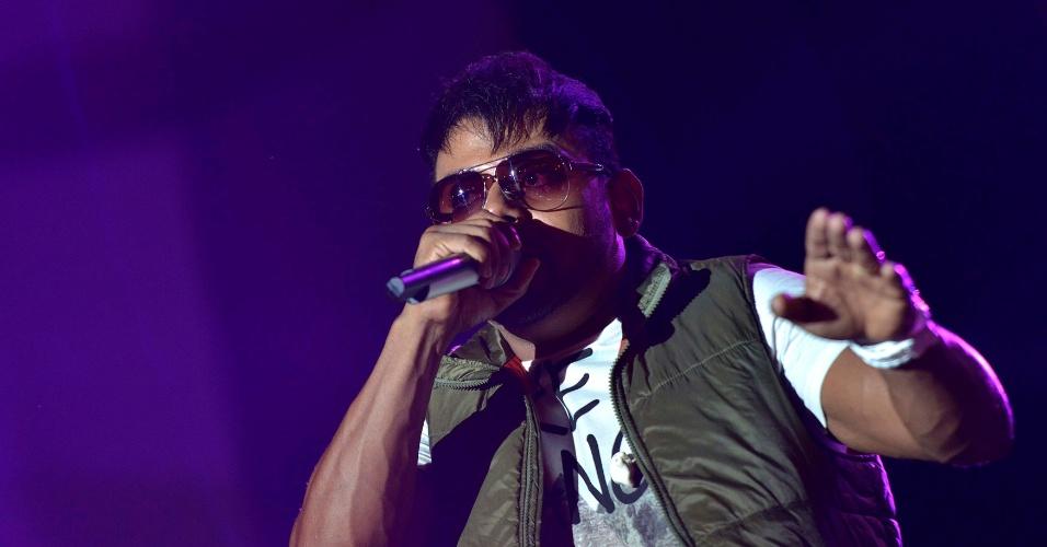 1.jan.2014 - O cantor Pablo se apresenta na última noite do Festival de Verão, em Salvador