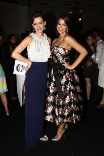 """2.fev.2014 -Julia Lemmertz e Bruna Marquezine na festa da novela """"Em Família"""""""