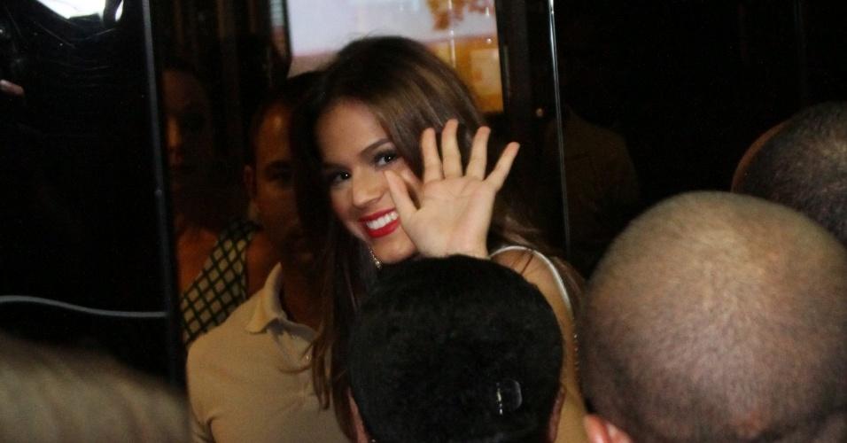 03.fev.2014- Bruna Marquezine confere estreia de
