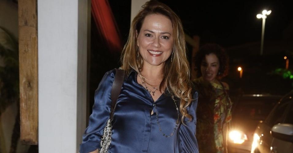 """03.fev.2014- Viviane Pasmanter acompanha o primeiro capítulo de """"Em Família"""" em uma churrascaria na Barra da Tijuca, no Rio"""