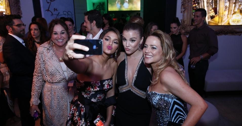 2.fev.2014 -  Bruna Marquezine, Alice Wegmann e Viviane Pasmanter na festa da novela