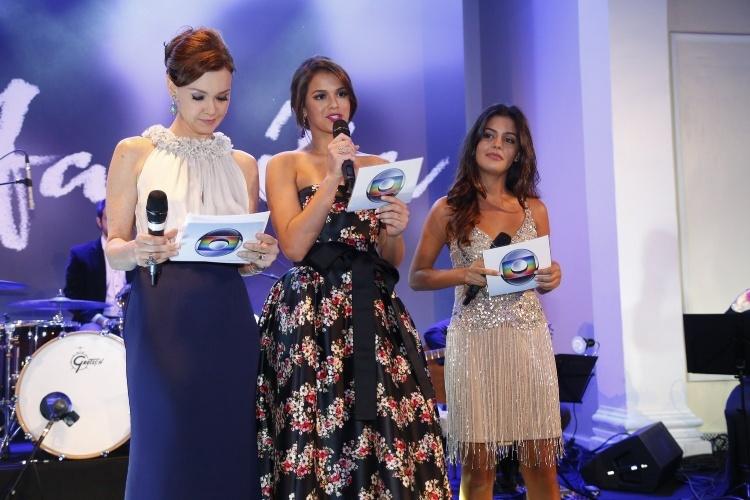 "2.fev.2014 - Julia Lemmertz, Bruna Marquezine e Julia Dalavia na festa da novela ""Em Família"""