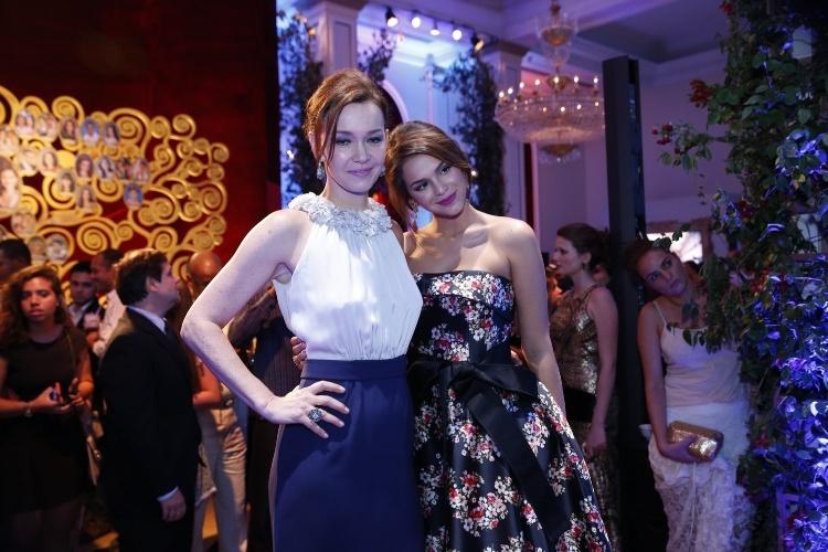 """2.fev.2014 -  Julia Lemmertz e Bruna Marquezine na festa da novela """"Em Família"""""""