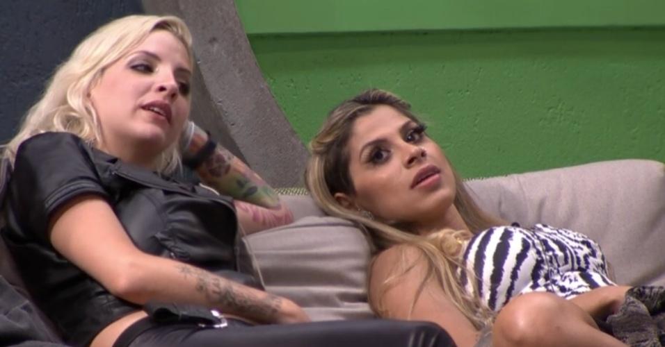 3.fev.2014 - Clara e Vanessa falam que vão fazer