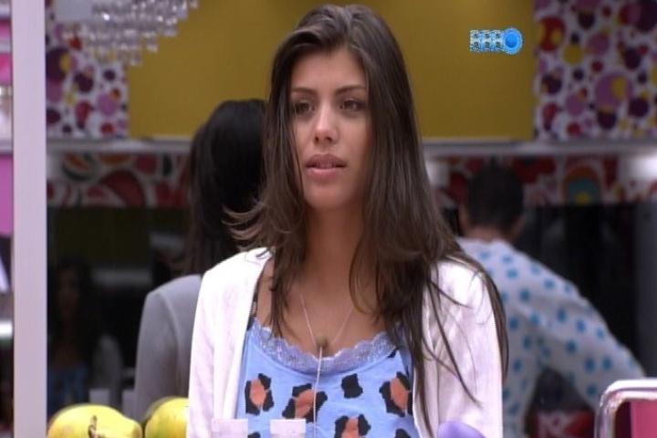 04.fev.2014 - Franciele conta para Angela e Cássio que fez um teste para entrar no elenco da novela
