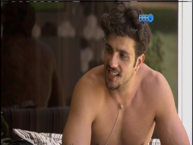 04.fev.2014 - Junior conversa com Diego, Franciele e Valter